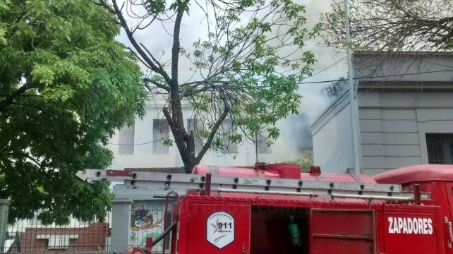 La Dirección de Arquitectura releva los daños del incendio en la escuela Rivadavia