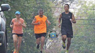 Corrieron por las calles de Rocamora a beneficio de la iglesia Luján