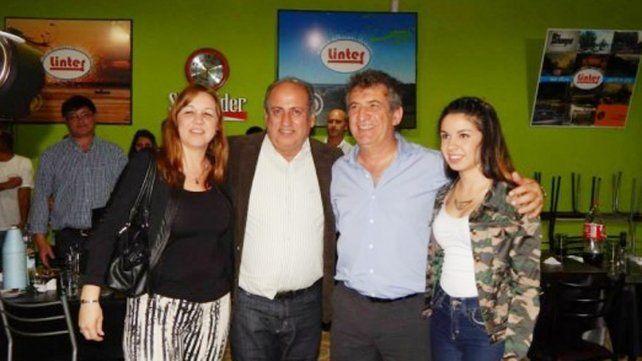 Rossi abrazado con Urribarri