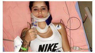 Leticia en la cama recuperándose de la lesión.
