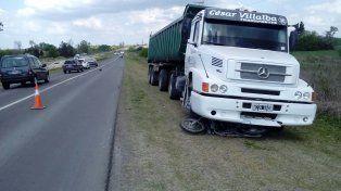 Un camión atropelló a un motociclista en el Acceso Norte