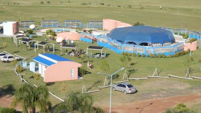 Instalaciones. El complejo ocupa 60 hectáreas. Tiene cuatro piletas
