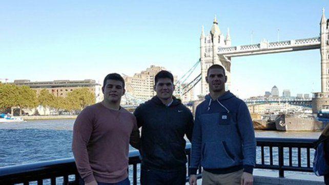 En Inglaterra. El concordiense Marcos Kremer (el tercero) está en Londres con Los Pumas que esperan por Australia.