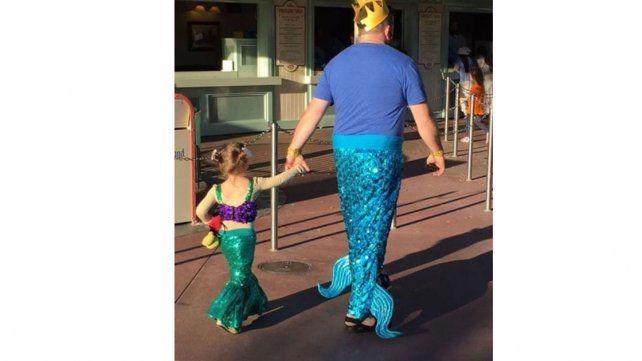 Un papá se vistió de sirena para cumplir el sueño de su hija