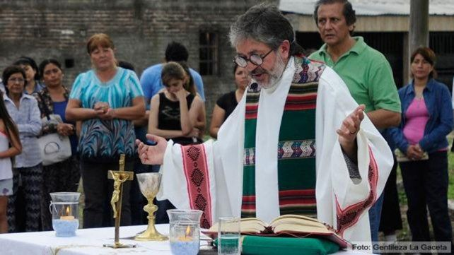 Inhuman los restos del sacerdote Juan Viroche, cuya muerte dudosa conmueve a Tucumán