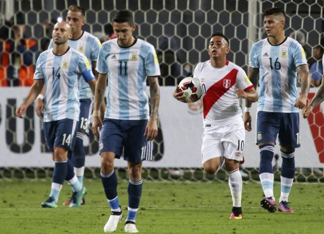 Argentina no supo cómo aguantar la ventaja frente a Perú