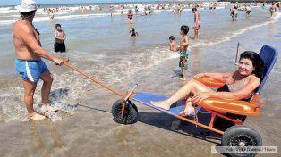 Presentaron un proyecto para que todas las playas argentinas tengan sillas anfibias