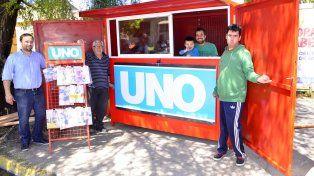 Rubén con su familia y amigos recibió el regalo de Diario UNO. Foto Mateo Oviedo.