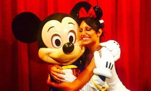 Xipolitakis quiso donar muñecos de Mickey en una villa pero la ubicaron