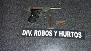 Secuestran armas en un allanamiento