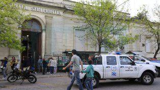 Intenso. El movimiento en la Guardia del hospital San Martín demandó mucho trabajo por los heridos.