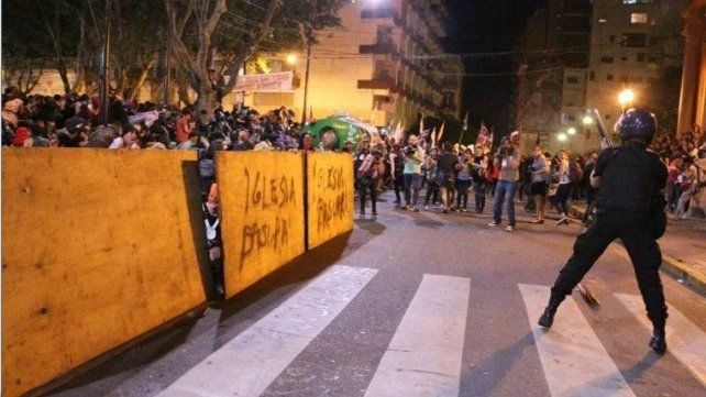 Gaillard repudió la represión a la marcha nacional de mujeres
