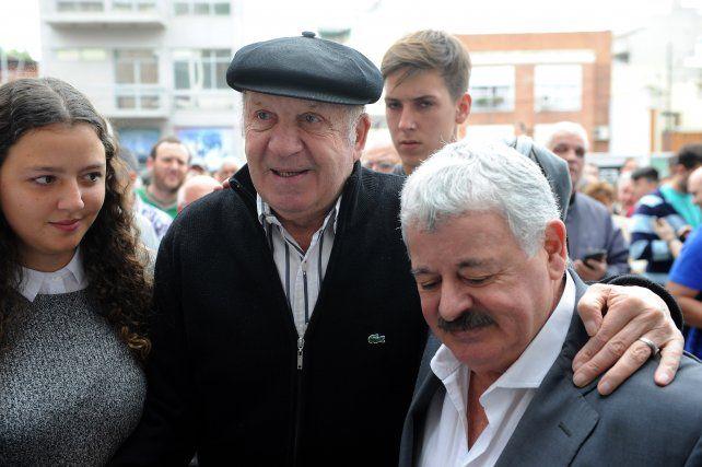 Ferro homenajeó con una estatua a Carlos Griguol