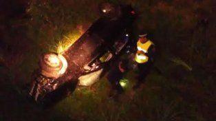 Tres jóvenes resultaron heridos tras volcar el vehículo en el que viajaban