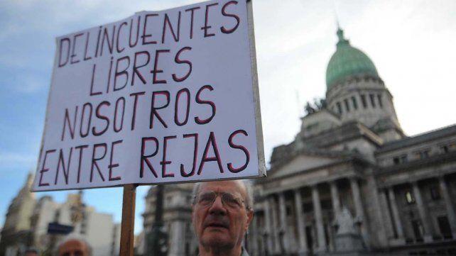 Miles de personas protestan contra la inseguridad en Buenos Aires