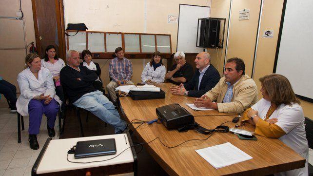 El gobierno propuso conformar una unidad de gestión del hospital San Martín