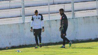 Federico Costa atajó ayer para los titulares en la práctica del conjunto Rojinegro.