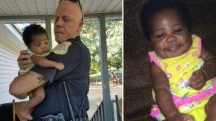 Un policía salvó a una bebé de morir ahogada y ahora es su padrino
