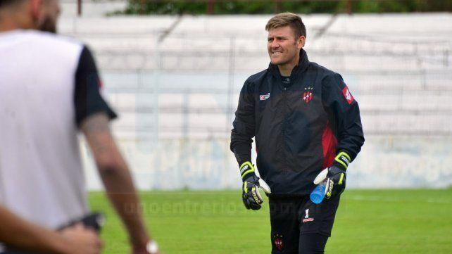 Bértoli se calzó los guantes ayer y formó parte del ensayo futbolístico apuntando a River.