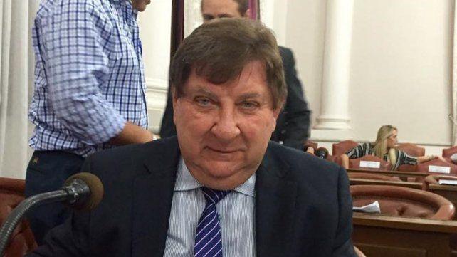 Senador. El jefe del bloque de Cambiemos se expuso a una dura sanción por su conducta.