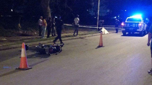 Murió un motociclista tras estrellarse contra una columna