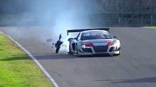 El piloto paranaense Matías Russo pinchó y se quedó con las ganas de festejar ayer en Mugello el campeonato en la GT3 Italiana.
