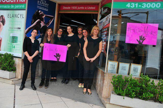 Farmacia Moderna adhirió al paro y a la consigna de vestir de negro.