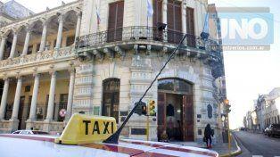 Taxistas paranaenses se movilizarán el martes por incumplimientos de la comuna