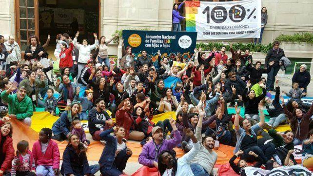 Organizan un encuentro de familias LGBT de la Región Centro