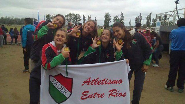 Campeonas. Las chicas de la posta 5x80 metros entrerriana que se quedó con el primer puesto en Neuquén.