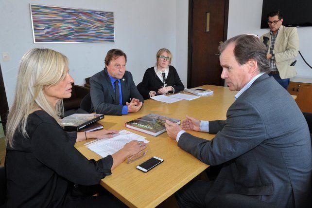 Bordet firmó convenios para obras de saneamiento en Paraná y Concordia