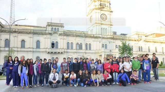 Parte de los deportistas de la provincia que viajaron ayer rumbo a la ciudad balnearia.