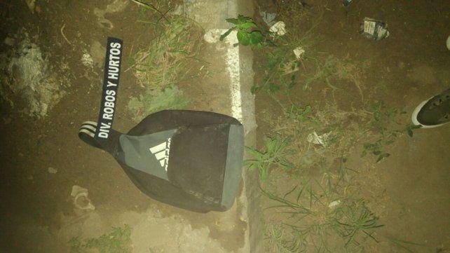 Dos hombres arrojaron una mochila con explosivos durante una persecución
