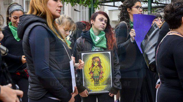 Grito. La respuesta multitudinaria contra los femicidios exige estudiar las causas.