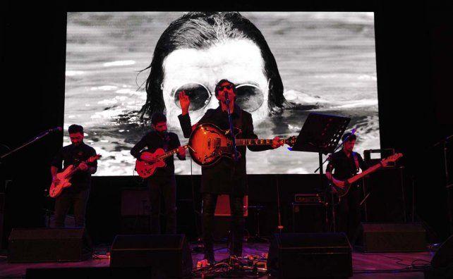 Los artistas independientes rindieron homenaje a Charly García