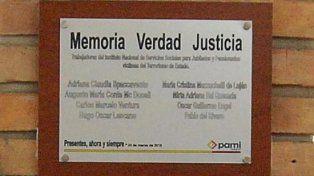 Retiraron una placa que recordaba a trabajadores desaparecidos en el PAMI Concordia