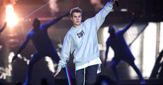 #VIDEO: Harto de los gritos de las fans, Justin Bieber reaccionó de la peor forma