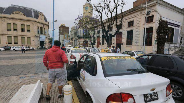 Taxistas afirman que, por culpa de los remiseros, los números no les cierran y pierden cada vez más plata