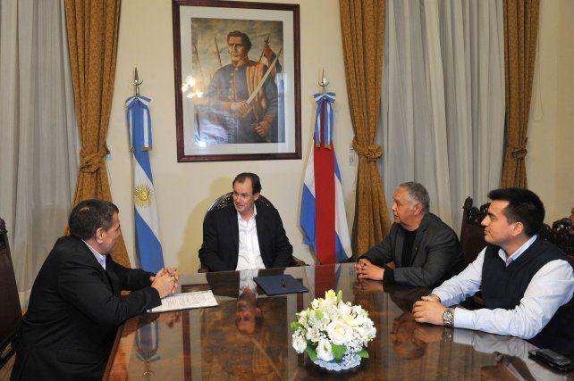 El PJ de Paraná fue a Casa de Gobierno a expresarle su apoyo a Bordet