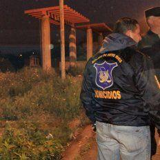 Basural. En el terreno baldío de calle Palma y 1.971, el joven disparó tres veces contra Troncoso.