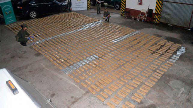 Secuestraron casi 700 kilos de marihuana de un auto abandonado en la ruta nacional 12