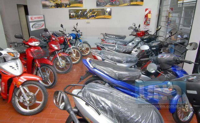 Comercios polirubros podrán vender motovehículos