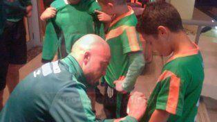 Jugadores de Banfield firmaron autógrafos a los chicos de la Escuela de Fútbol El Taladro de Paraná