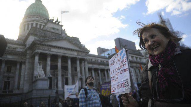 Científicos, estudiantes y docentes marcharon contra el recorte presupuestario