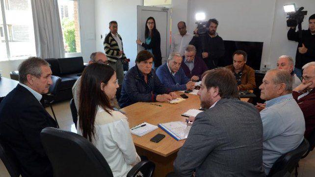Posición. El ministro de la Producción y la secretaria de Ambiente buscaron el entendimiento.