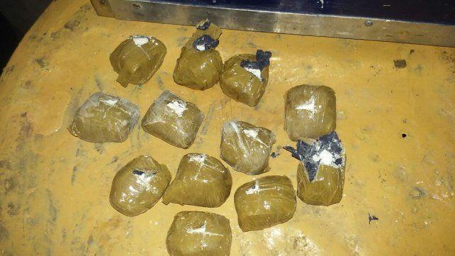 Allanamientos en Victoria: Incautaron cocaína, marihuana, dinero y armas