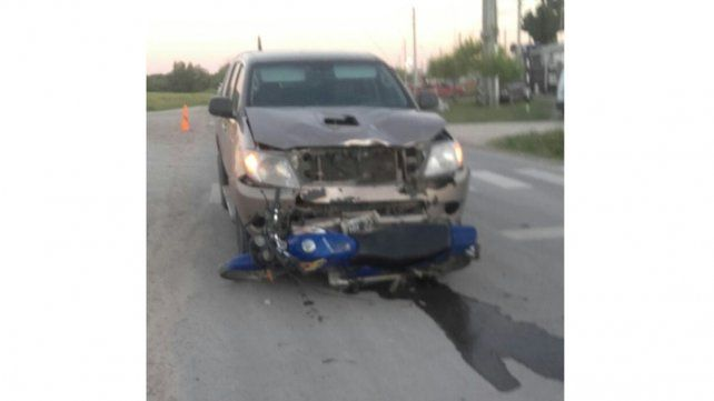 Motociclista en estado reservado tras colisionar con una camioneta