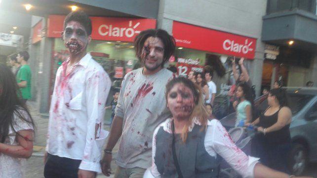 Centenares de zombies caminaron por las calles de Concordia