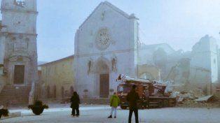 Un fuerte terremoto sacudió el centro de Italia