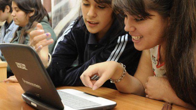 Aplicación. La Nación se comprometió a mejorar la conectividad en las aula de cada escuela.